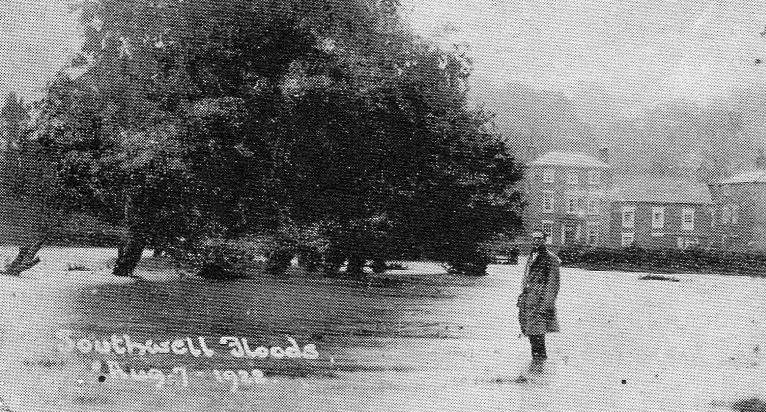 08/1922 Southwell in Old Photographs - Potwell Dyke Flooding
