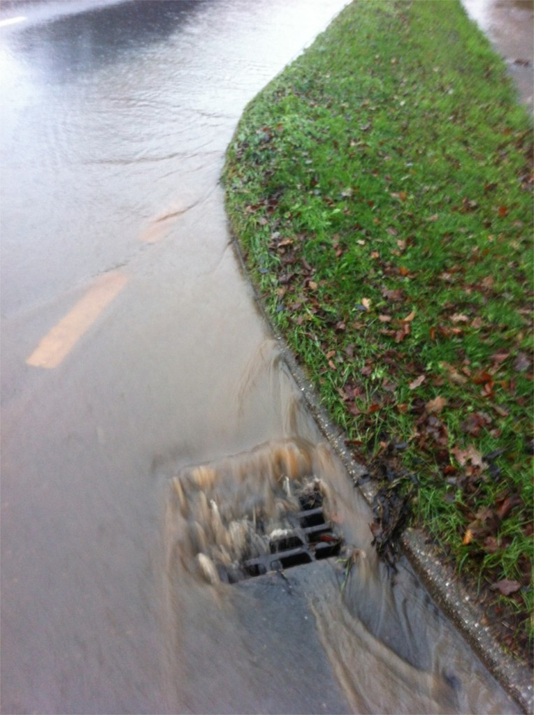 20/12/2012 I cleared this drain on Halam Road to prevent overflow down Hopkiln Lane by Ben Huson