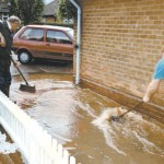 03/08/2007 Residents clearing up after one of 15 previous floods in the last 20 years © Newark Advertiser