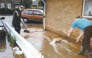 NewarkAd_flooding_Southwell_Main_009_03-Aug-2007,jpg