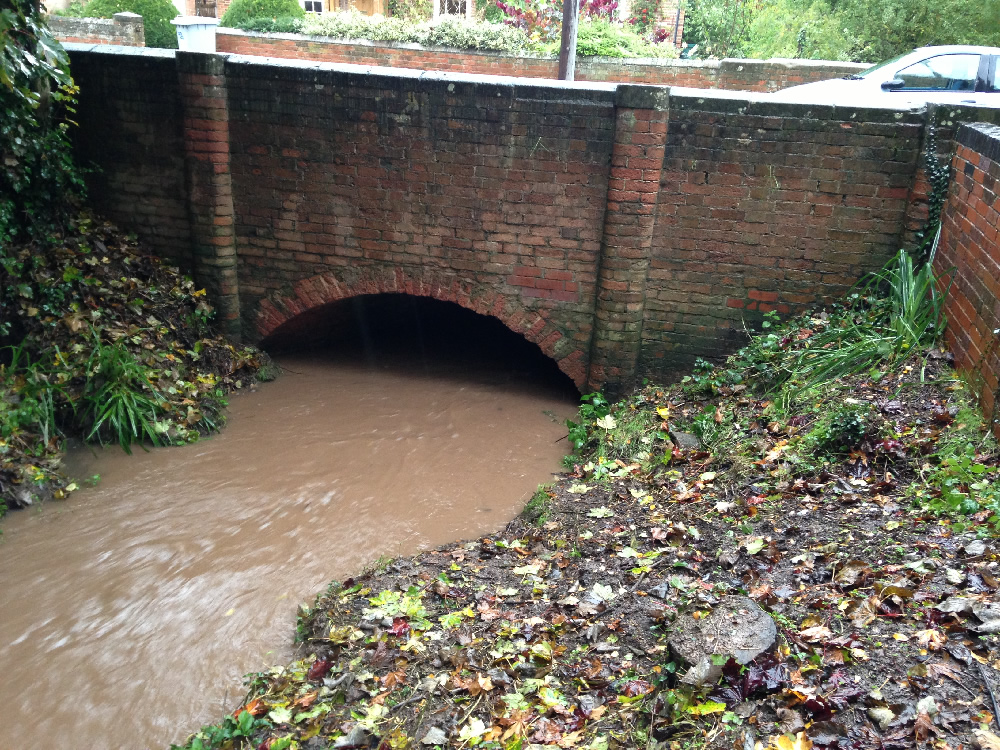 28/10/2013 @ 08:55 - Potwell Dyke Flowing into Church Street Bridge Culvert