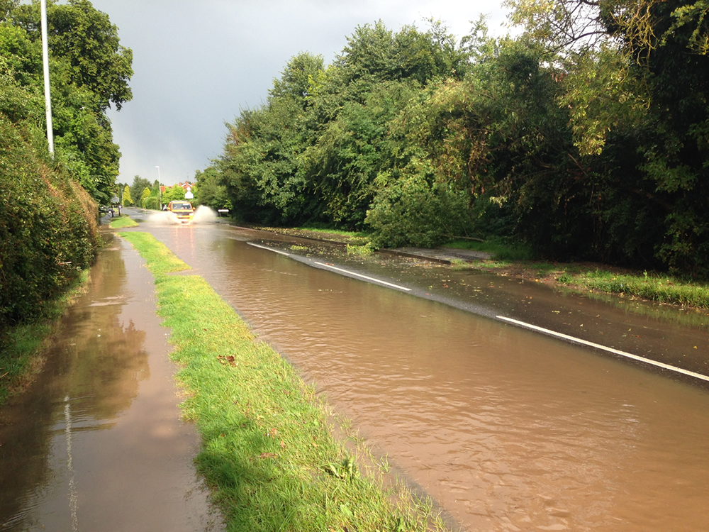 19/07/2014 Looking east along Halam Road and overflowing onto pavement